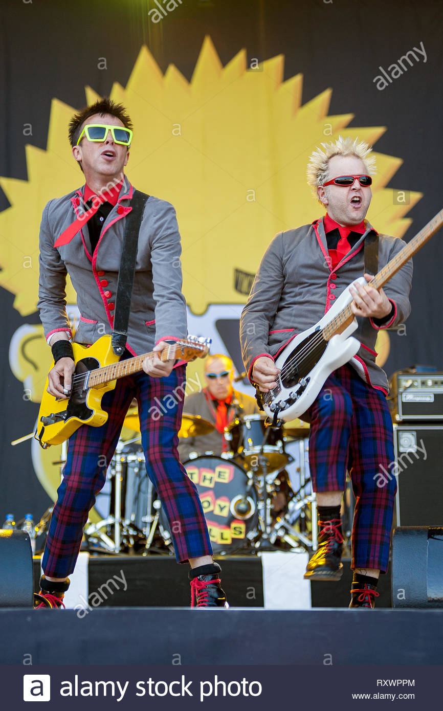 the-toy-dolls-performing-live-11-july-2015-RXWPPM.jpg