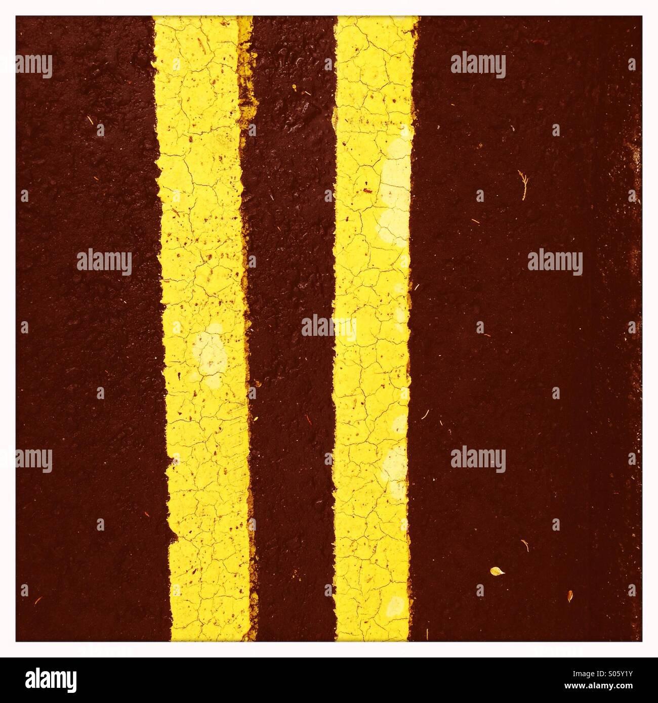 Double yellow lines - Stock Image