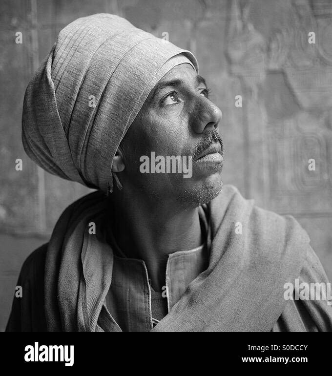 portrait-of-an-egyptian-man-in-a-temple-S0DCCY.jpg