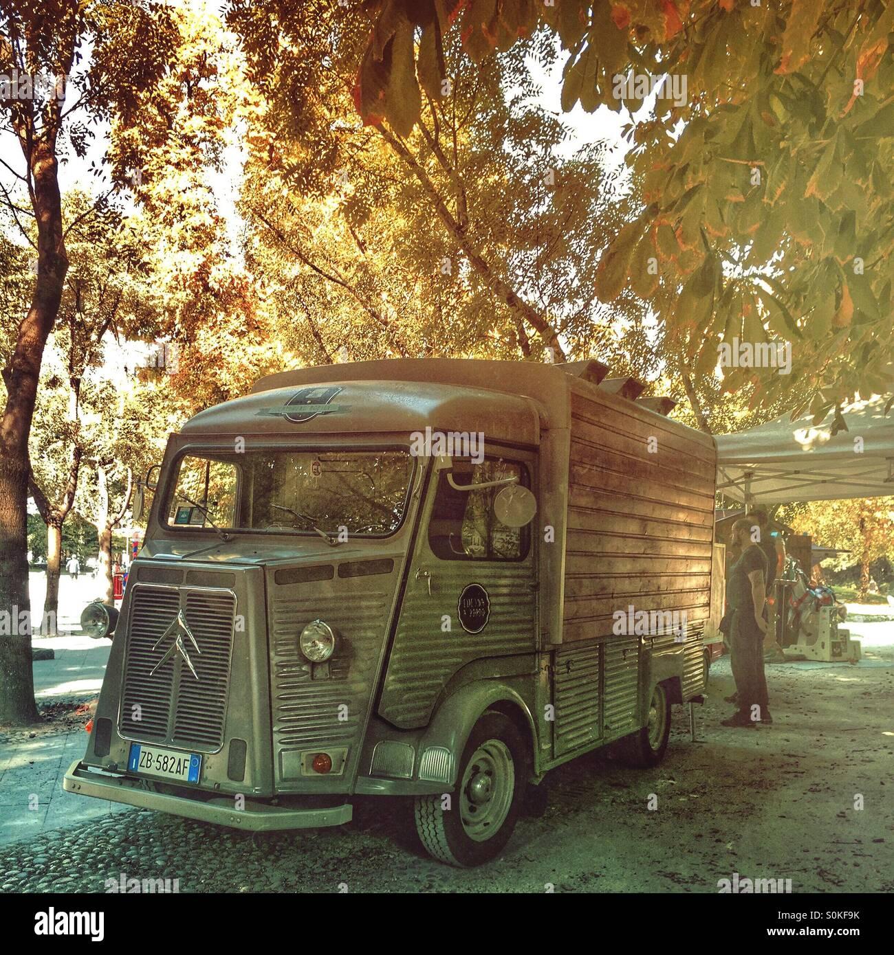 Citroen H street food truck - Stock Image