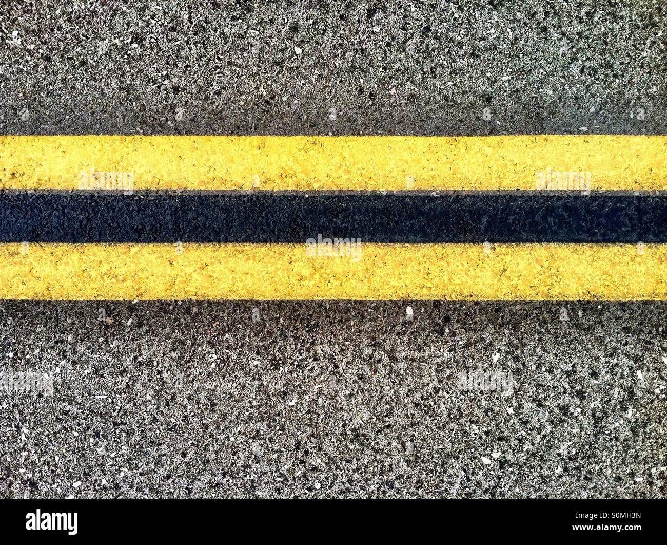Double yellow lines on Highway - Stock Image