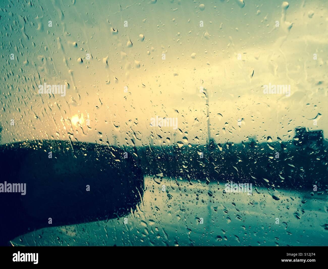 rainy-weather-in-columbus-ohio-at-twilight-noir-instagram-grunge-feel-S12J74.jpg