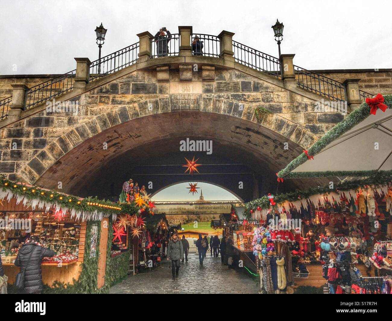 christmas-market-in-dresden-germany-S17R