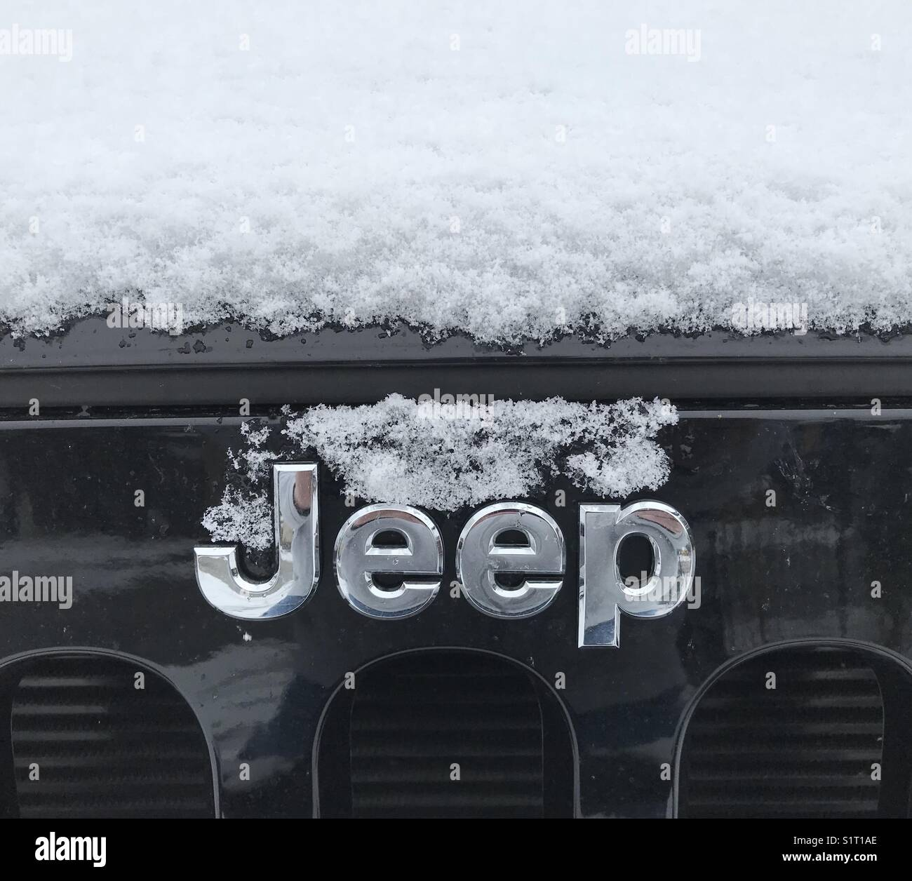 new-snow-on-black-jeep-S1T1AE.jpg