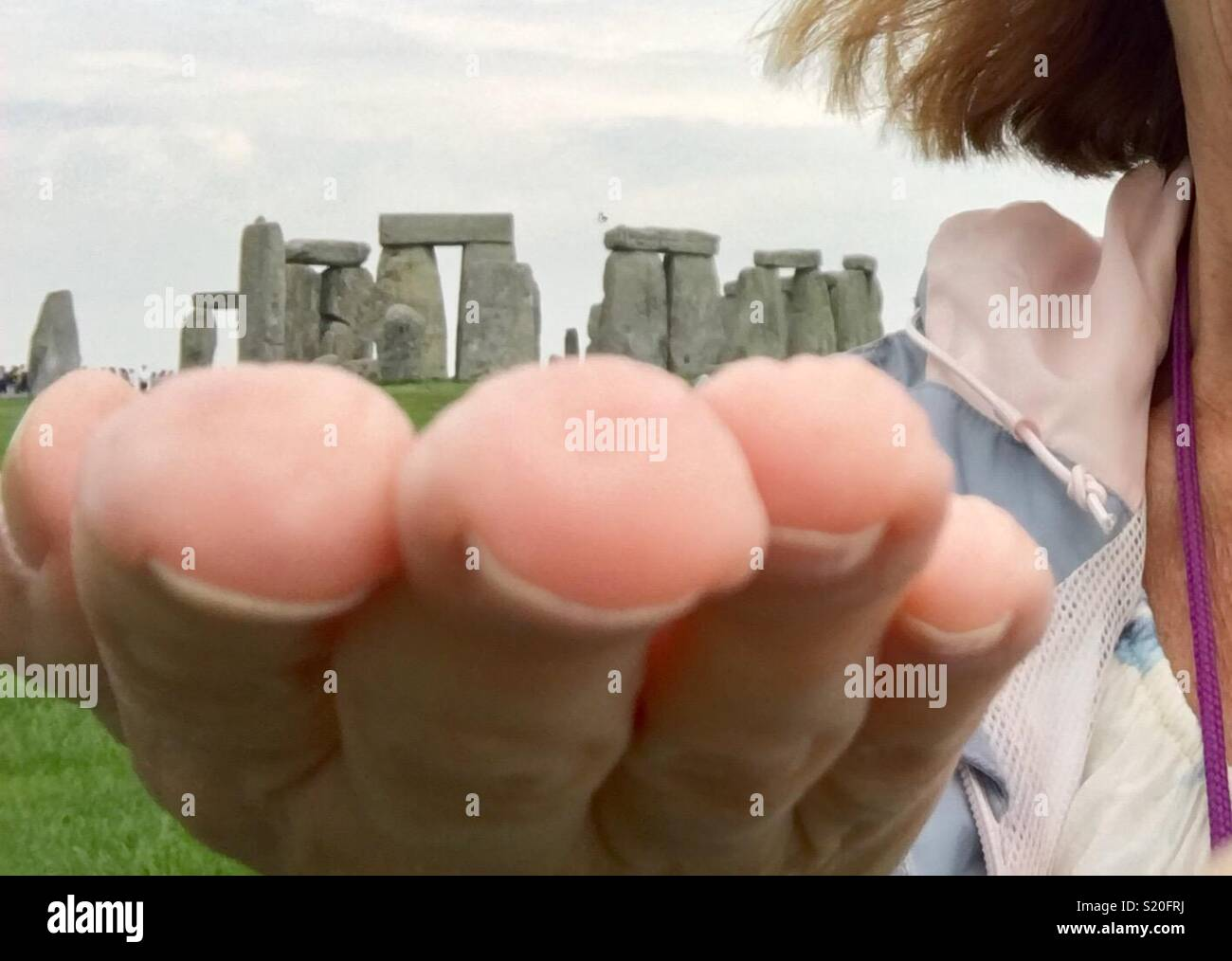 holding-stonehenge-in-my-hand-S20FRJ.jpg