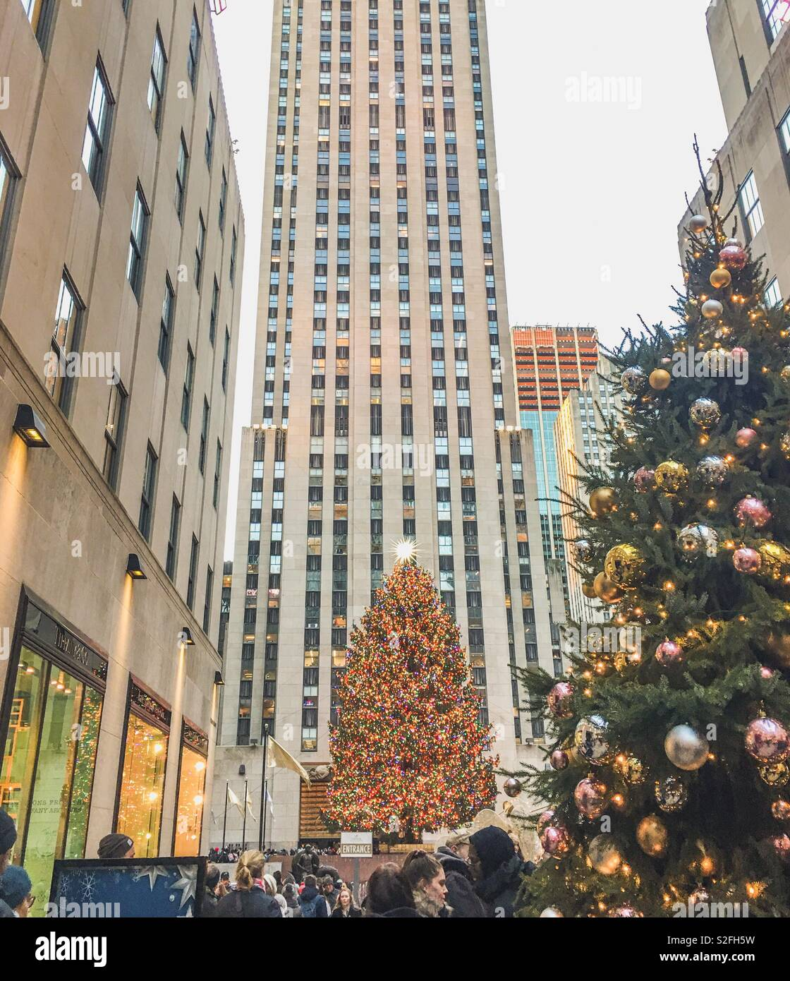 19 December 2018 New York NY: visitors enjoy the Christmas Tree lit up at Rockefeller Center. Stock Photo