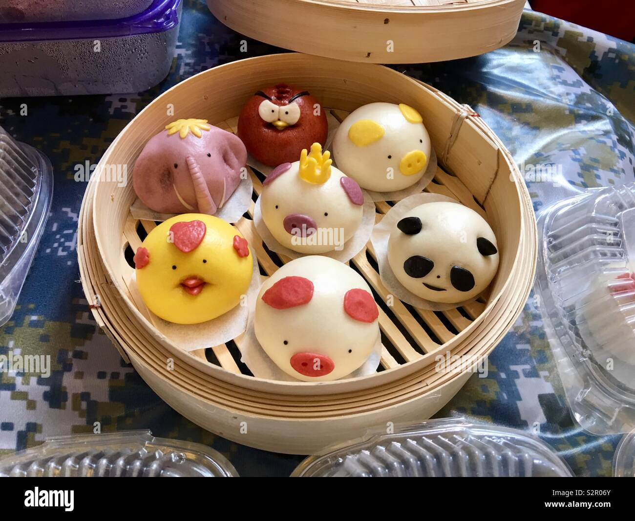 animal-shaped-dim-sum-steamed-dumplings-