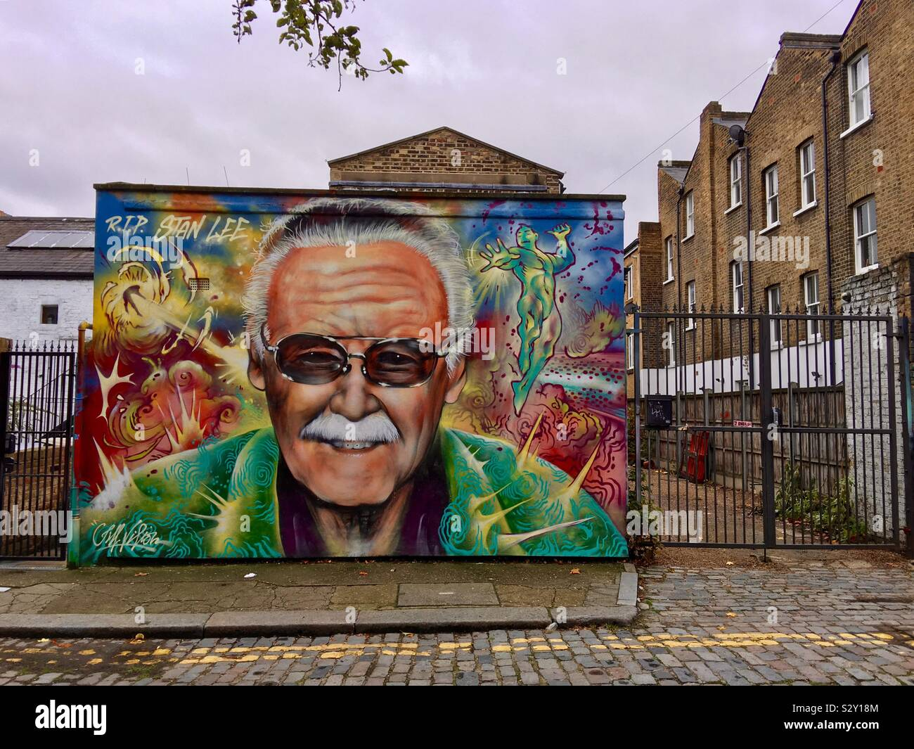 rest-in-peace-stan-lee-street-art-mural-