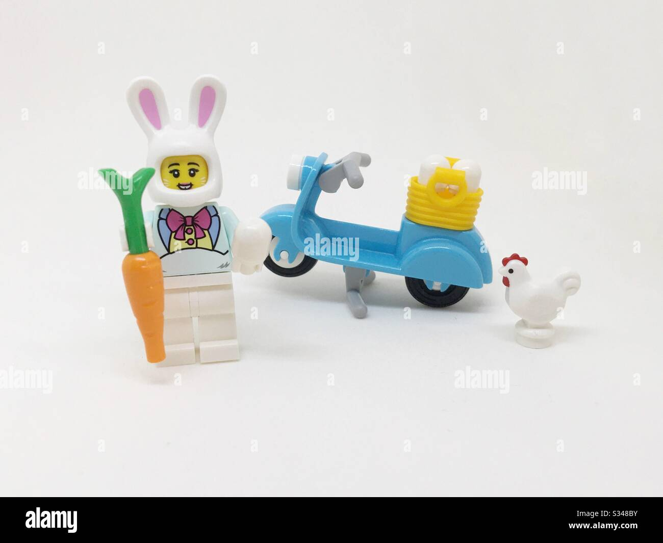 lego-easter-bunny-holding-a-carrot-and-e