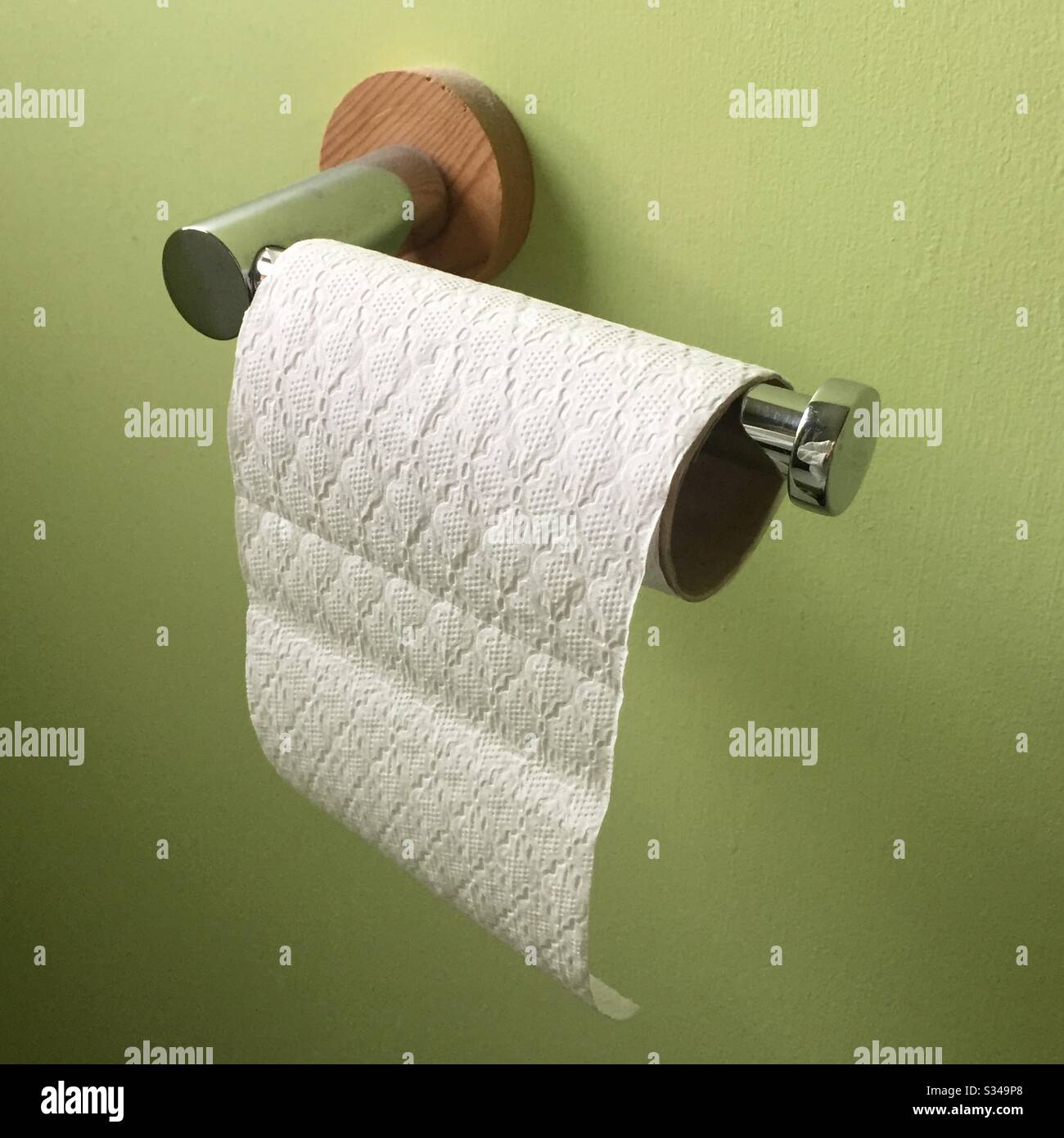 toilet-roll-nearly-used-up-S349P8.jpg