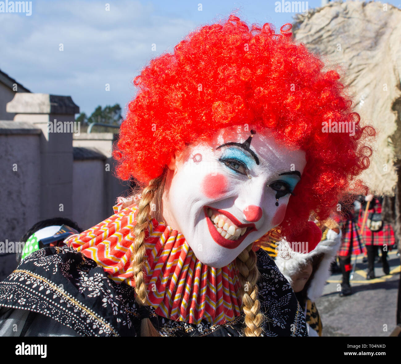 smiling-circus-clown-close-up-T04NKD.jpg
