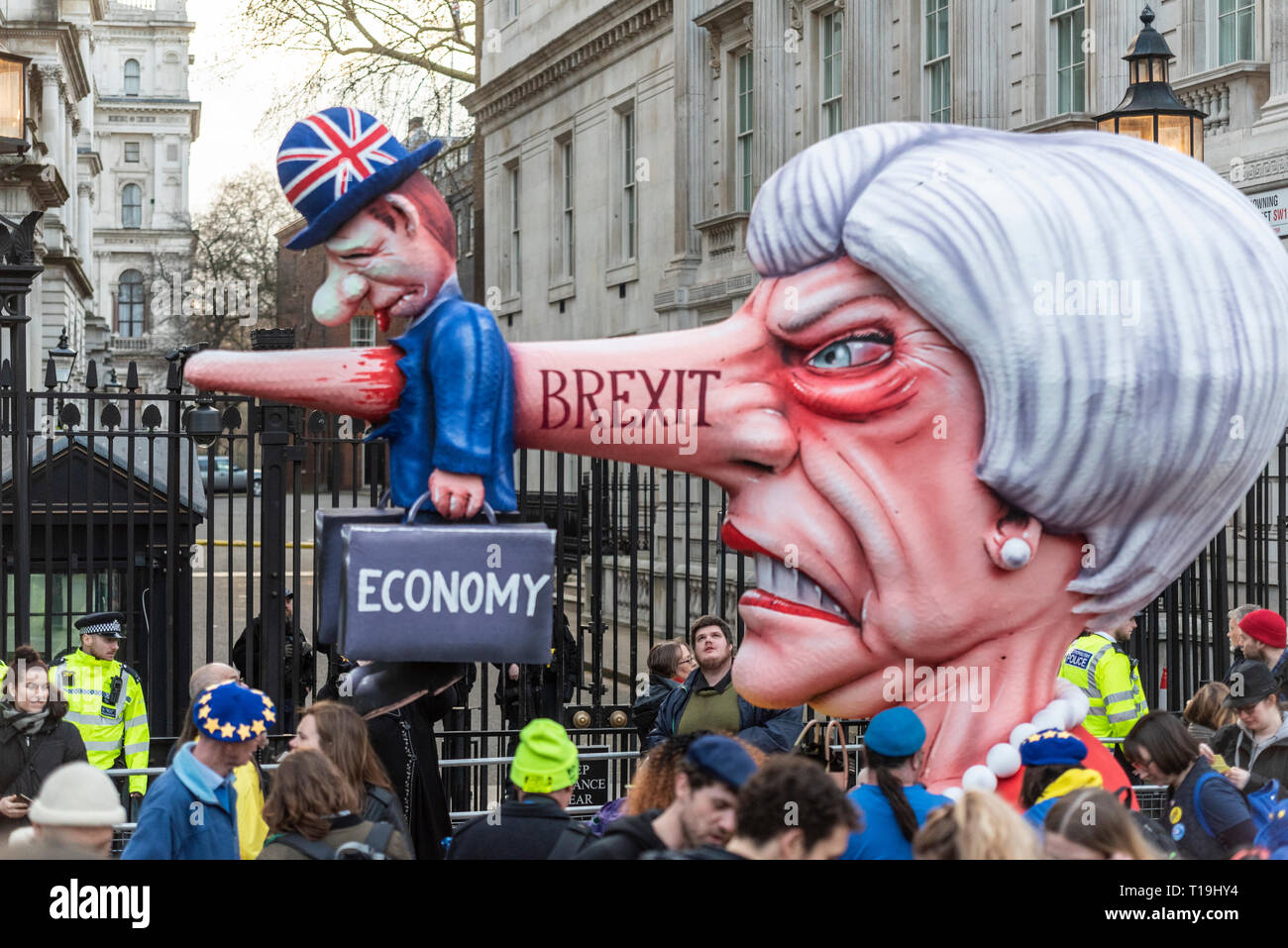 put-it-to-the-people-march-london-a-huge-theresa-may-effigy-mocking-her-brexit-deal-positioned-outside-downing-street-london-uk-T19HY4.jpg