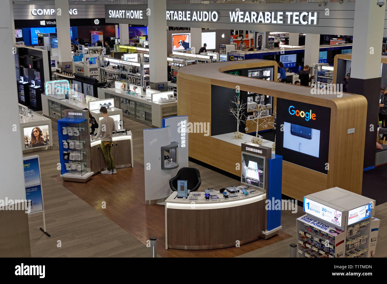 interior-of-the-best-buy-store-on-cambie-street-in-vancouver-bc-canada-T1TMDN.jpg