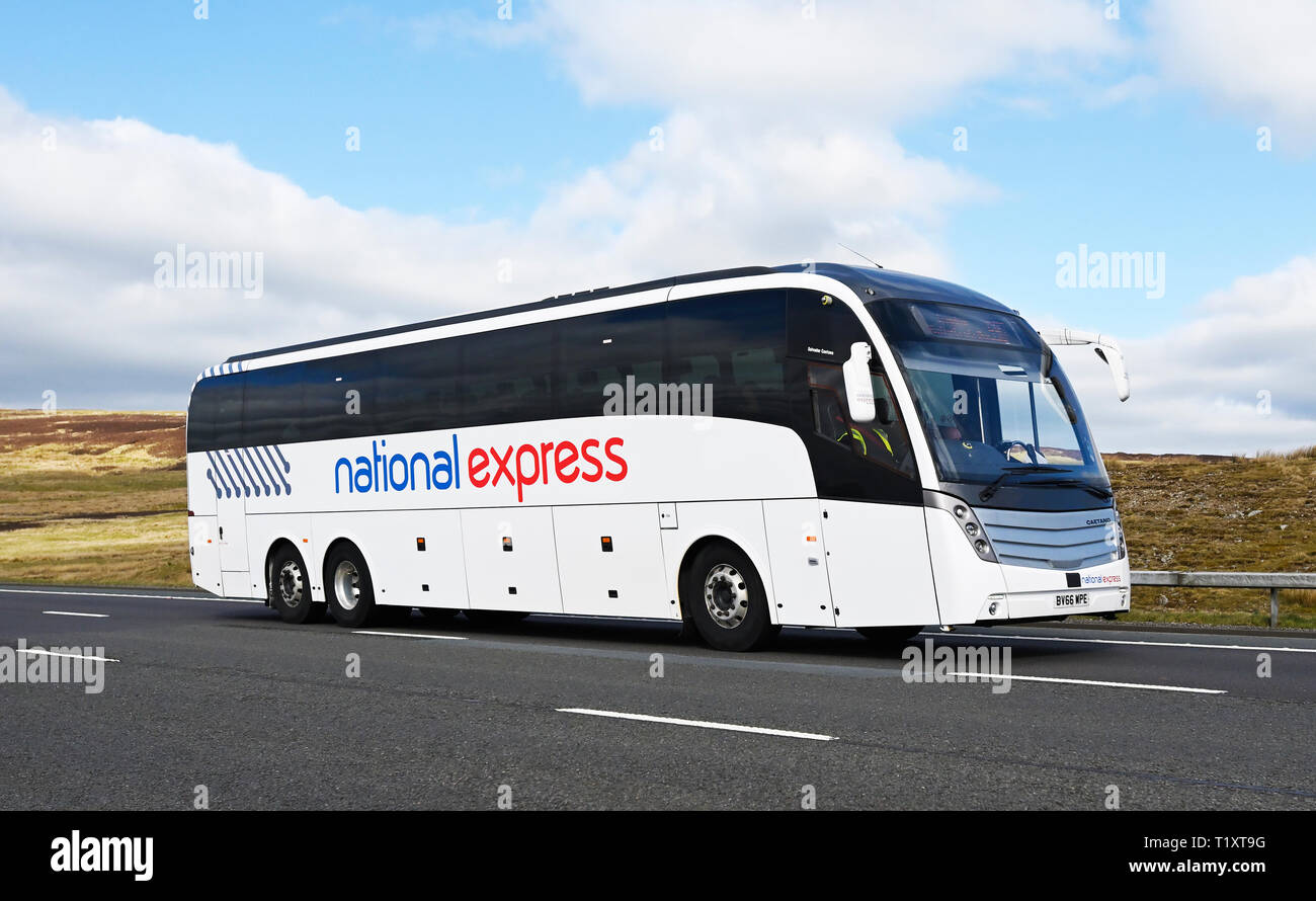 national-express-coach-m6-motorway-southbound-shap-cumbria-england-united-kingdom-europe-T1XT9G.jpg
