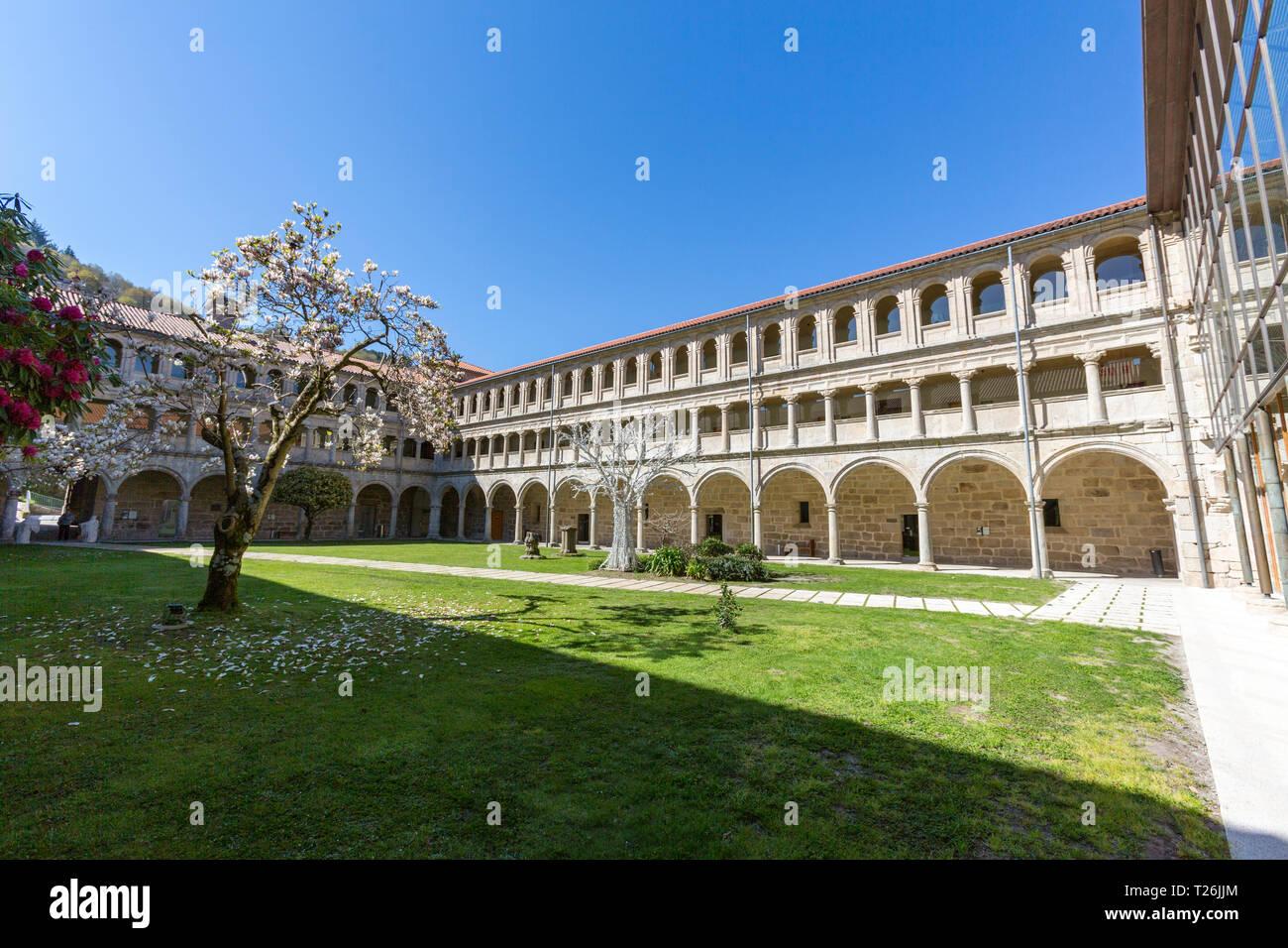 claustro-de-la-portera-parador-monasteri