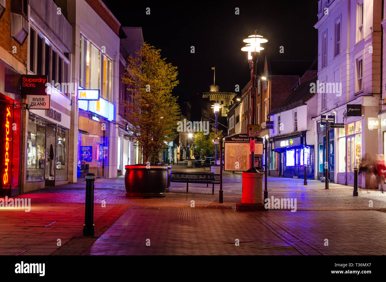 a-view-up-peascod-towards-windsor-castle-at-night-lights-from-shops-light-up-the-street-in-a-multicolored-glow-T36MX7.jpg