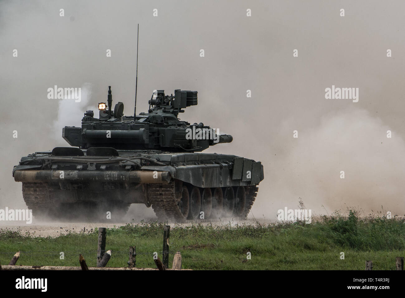 The T-90 tank is firing at the Alabono proving ground. © Andrey Kryuchenko.