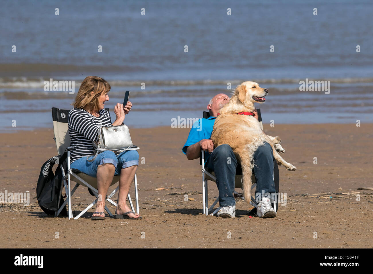 Southport, Merseyside, UK. 19th April 2019. UK Weather: Good Friday Holiday.  People make the most of the Easter weekend & gorgeous sunny warm spring weather by having some fun in the sun on the golden sands of Southport beach in Merseyside.  Credit: Cernan Elias/Alamy Live News Stock Photo