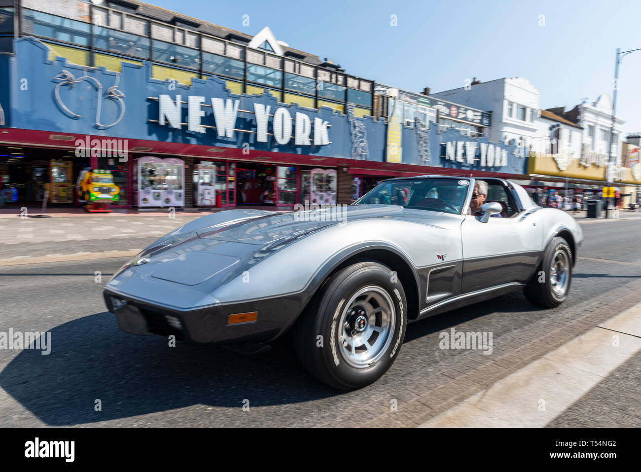 classic-car-show-taking-place-along-the-seafront-at-marine-parade-southend-on-sea-essex-uk-chevrolet-corvette-stingray-driving-past-new-york-amusement-arcade-T54NG2.jpg