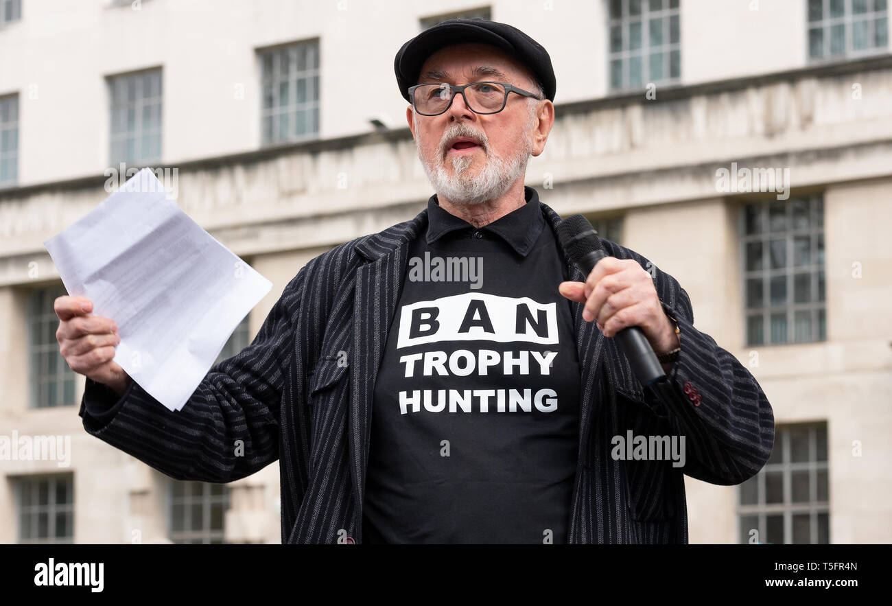 peter-egan-speaking-at-the-london-march-against-trophy-hunting-and-extinction-rally-at-richmond-terrace-opposite-downing-street-london-uk-T5FR4N.jpg