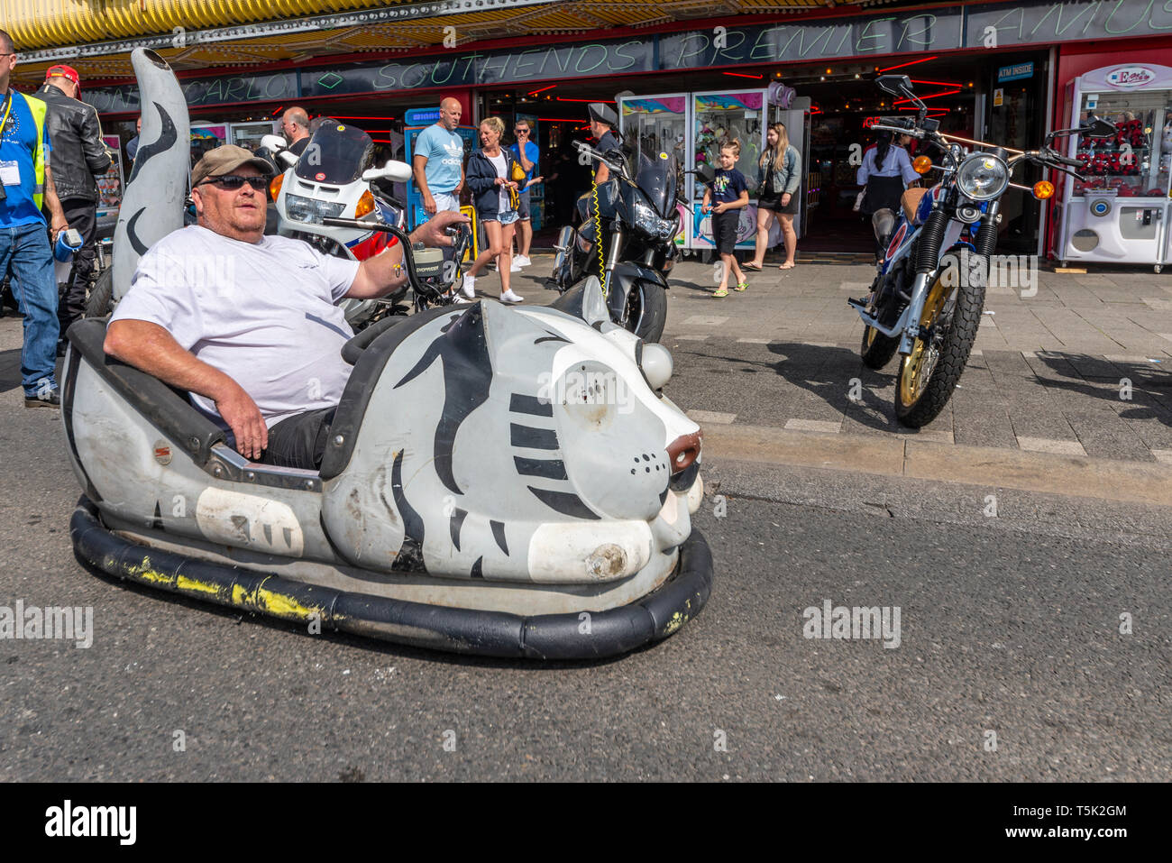 custom-dodgem-car-motorcycle-at-the-southend-shakedown-motorcycle-rally-southend-on-sea-essex-uk-space-for-copy-T5K2GM.jpg