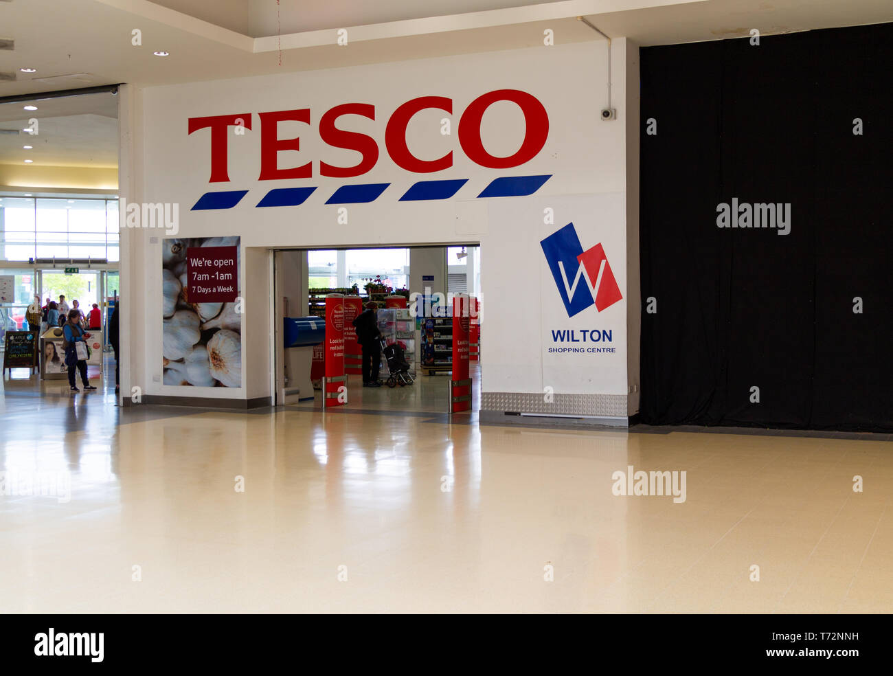 entrance-to-tesco-supermarket-in-a-shopping-mall-T72NNH.jpg