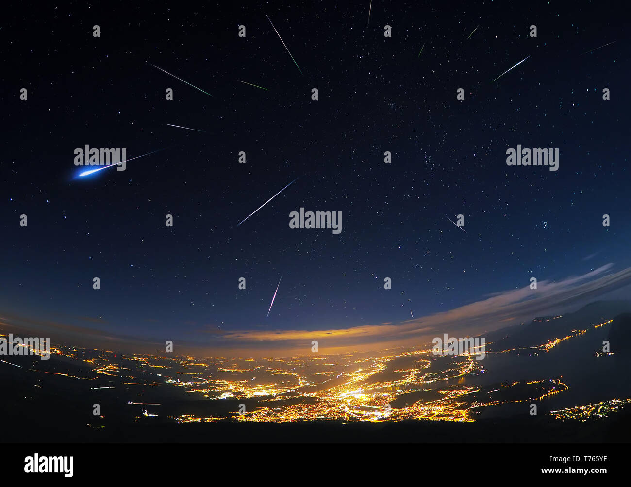 perseid-meteor-shower-over-lucerne-T765YF.jpg