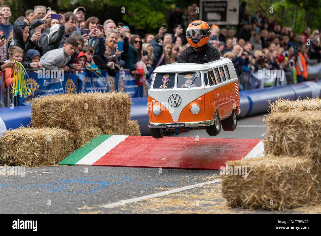traditional-british-bank-holiday-monday-event-soapbox-derby-involving-handmade-carts-racing-down-a-course-using-gravity-alone-for-power-event-organised-by-the-rotary-club-of-billericay-for-charity-down-a-closed-section-of-road-with-added-jumps-and-chicane-T7BWC9.jpg