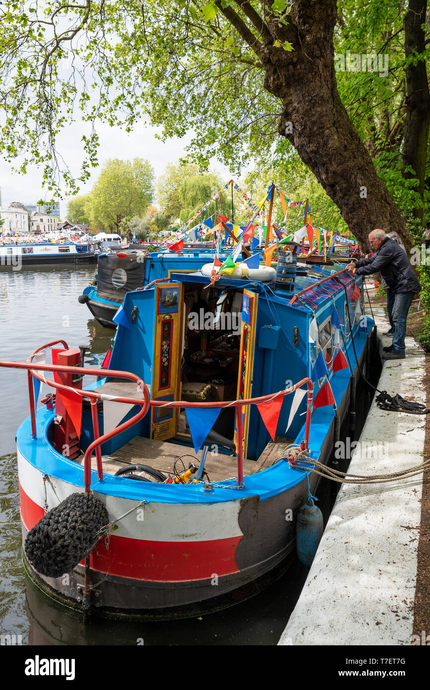 inland-waterways-canalway-cavalcade-festival-2019-little-venice-paddington-london-uk-over-100-narrowboats-took-part-attracting-large-crowds-T7ET7G.jpg