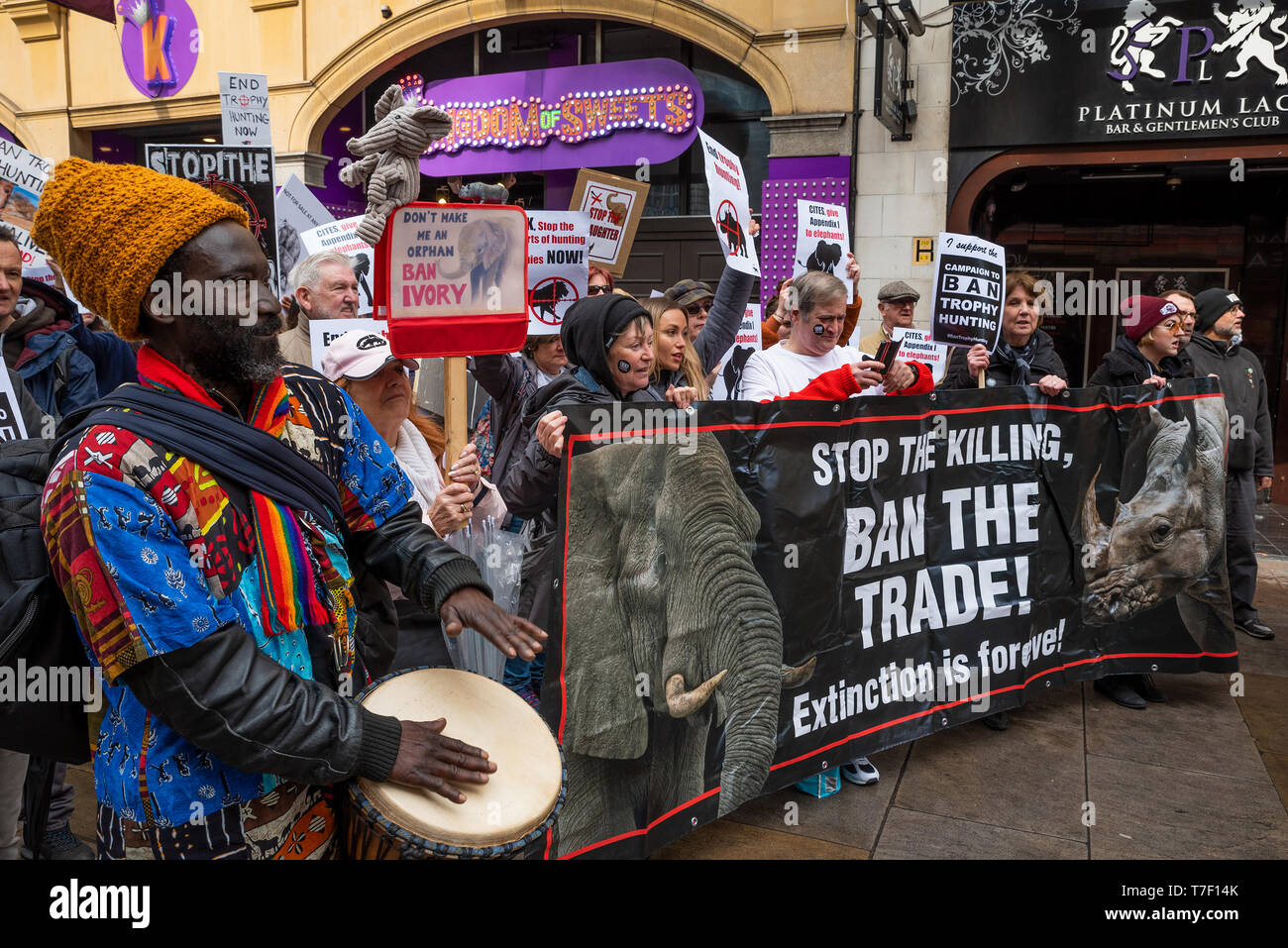 the-london-march-against-trophy-hunting-and-extinction-gathered-at-cavendish-square-and-marched-through-central-london-to-downing-street-T7F14K.jpg