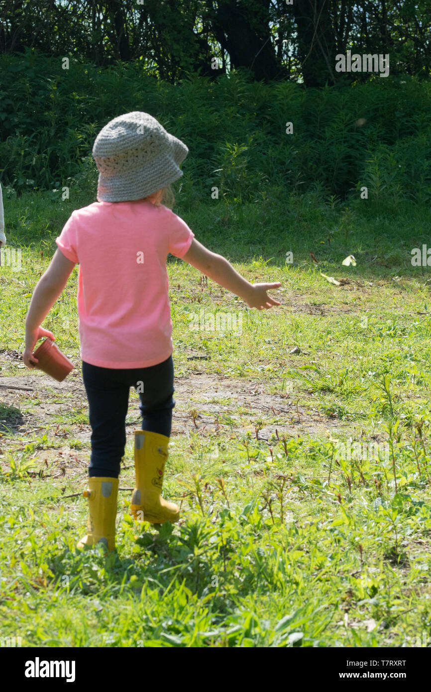 four-year-old-girl-in-the-countryside-enjoying-watching-a-butterfly-children-and-nature-concept-T7RXRT.jpg