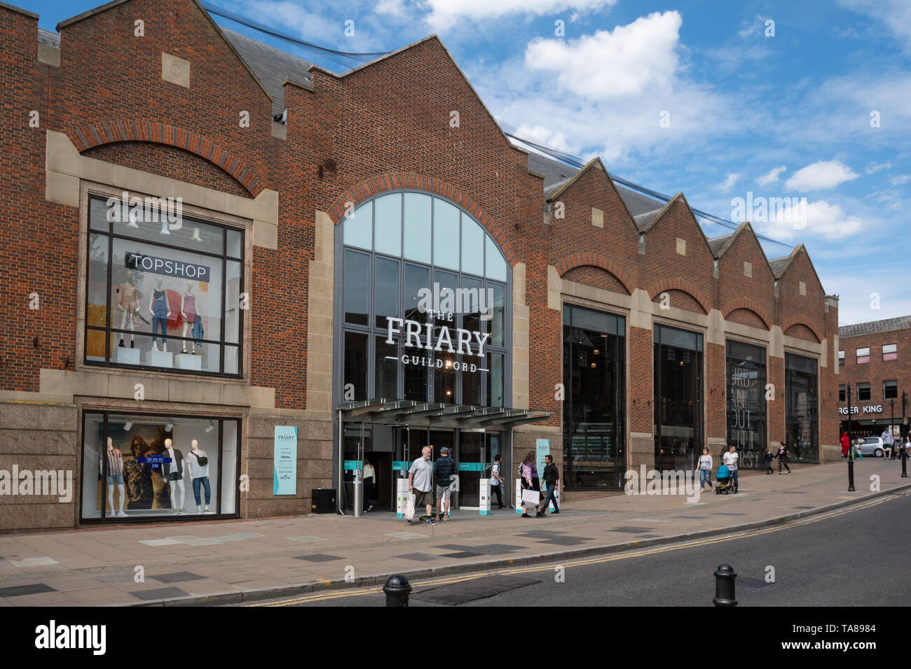 the-friary-exterior-of-the-shopping-mall-in-guildford-town-centre-surrey-uk-TA8984.jpg