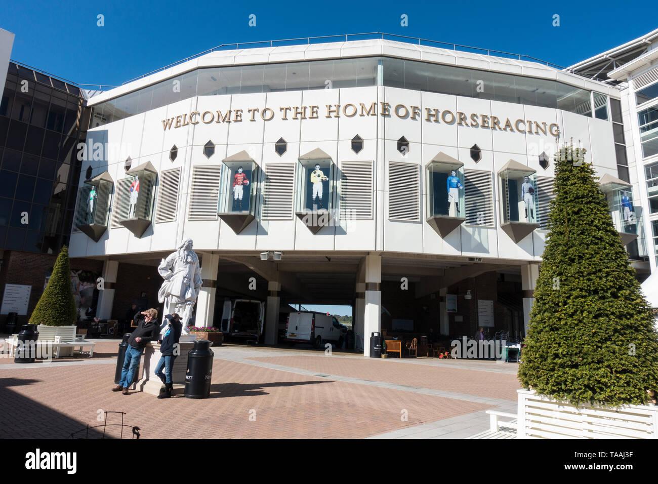 premier-enclosure-newmarket-racecourse-2019-TAAJ3F.jpg