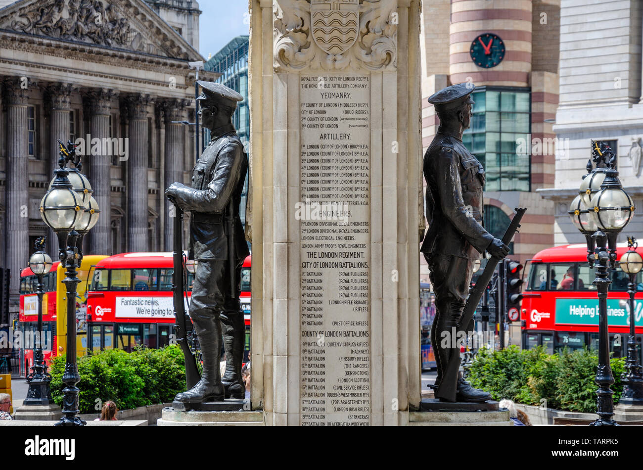 two-world-war-2-soldiers-depicted-in-bronze-stand-either-side-of-an-inscribed-stone-column-on-the-london-troops-war-memorial-at-royal-exchange-london-TARPK5.jpg
