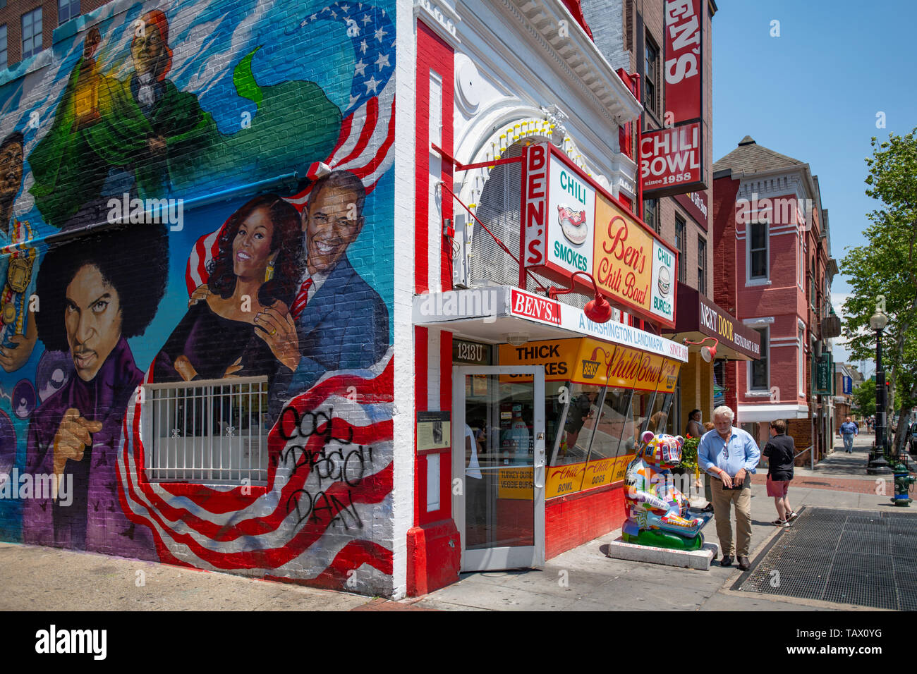 usa-washington-dc-bens-chili-bowl-a-dc-landmark-restaurant-on-the-u-street-corridor-famous-for-half-smokes-and-chili-TAX0YG.jpg