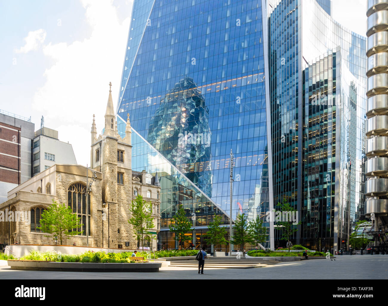 the-gherkin-reflects-in-the-side-of-the-scalpel-on-a-sunny-day-in-the-financial-district-in-the-city-of-london-TAXF3R.jpg