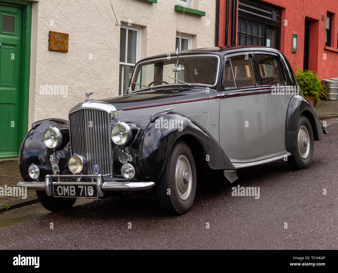 vintage-bentley-motor-car-in-black-and-grey-colours-or-colors-TCH4GP.jpg