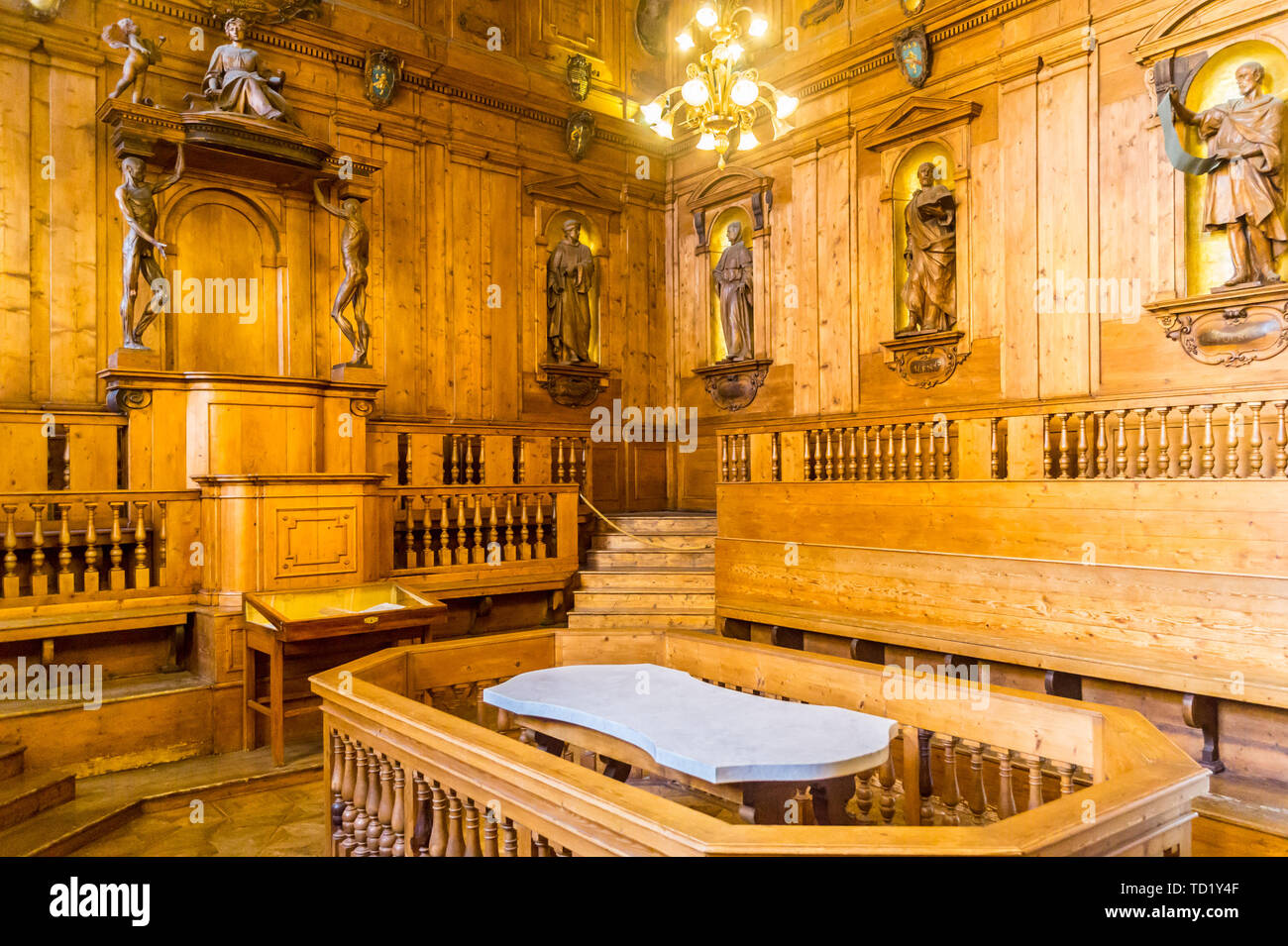 anatomy-theatre-by-antonio-paolucci-il-levanti-1637-archiginnasio-university-of-bologna-emilia-romagna-italy-TD1Y4F.jpg