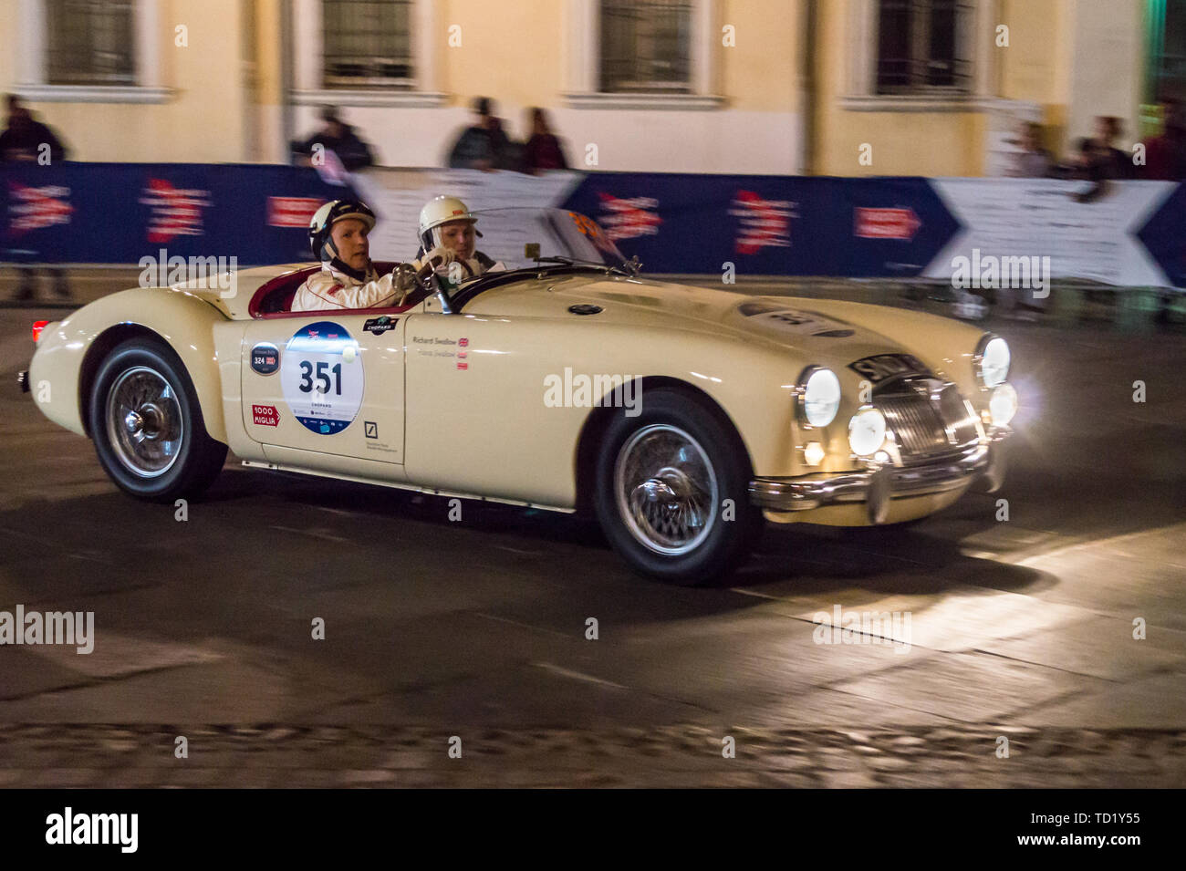 1955-mga-driven-by-richard-swallow-mille-miglia-classic-car-rally-piazza-del-popolo-ravenna-emilia-romagna-italy-TD1Y55.jpg