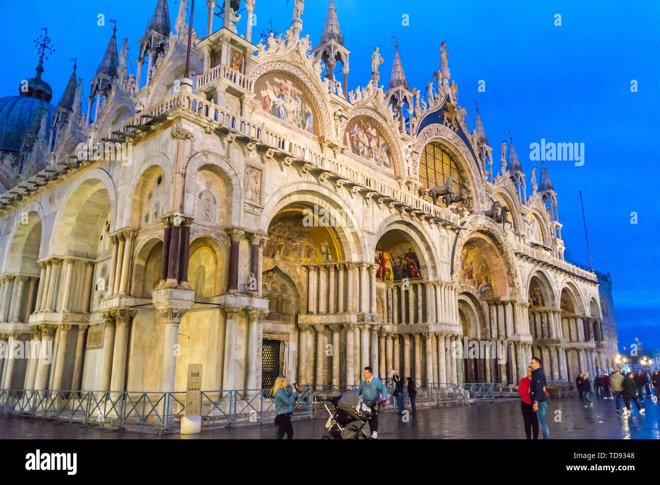 basilica-of-san-marco-at-night-st-marks-square-san-marco-venice-veneto-italy-TD9348.jpg