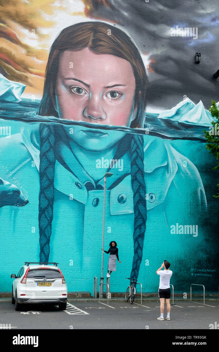 mural-of-climate-change-activist-greta-t