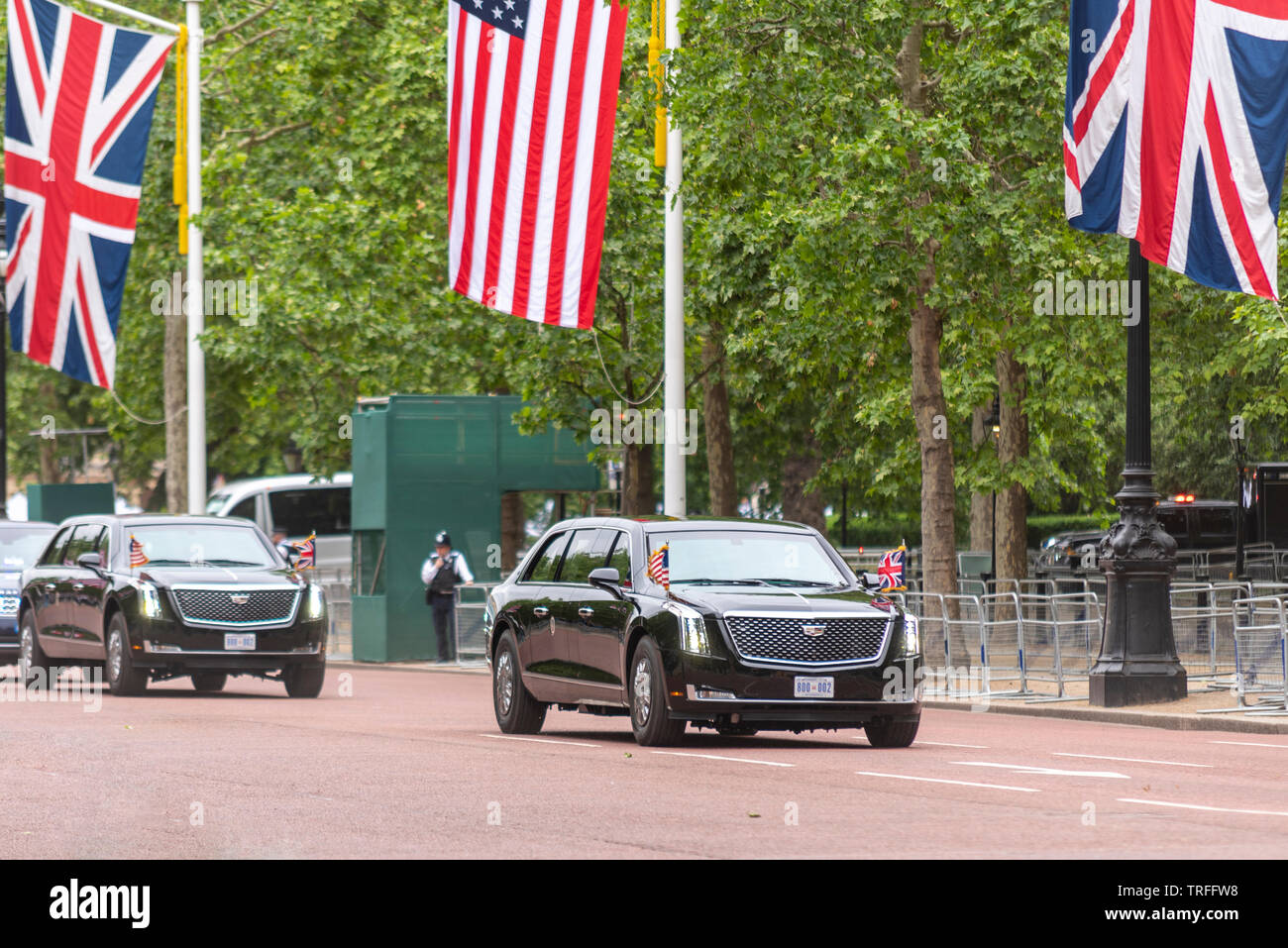 us-president-donald-trump-being-driven-along-the-mall-london-uk-in-the-beast-car-with-few-people-watching-no-fans-presidential-motorcade-TRFFW8.jpg