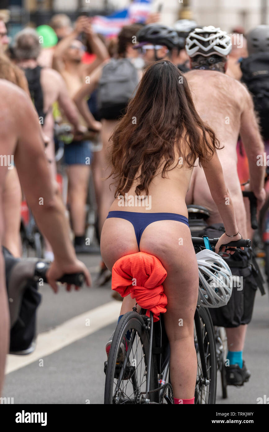 world-naked-bike-ride-london-uk-part-of-global-protest-movement-with-rides-in-cities-around-the-world-raising-awareness-of-issues-such-as-safety-of-cyclists-on-the-road-reducing-oil-dependence-and-saving-the-planet-in-a-carnival-atmosphere-riders-are-encouraged-to-wear-body-paint-and-costumes-rather-than-being-overtly-naked-TRKJWY.jpg