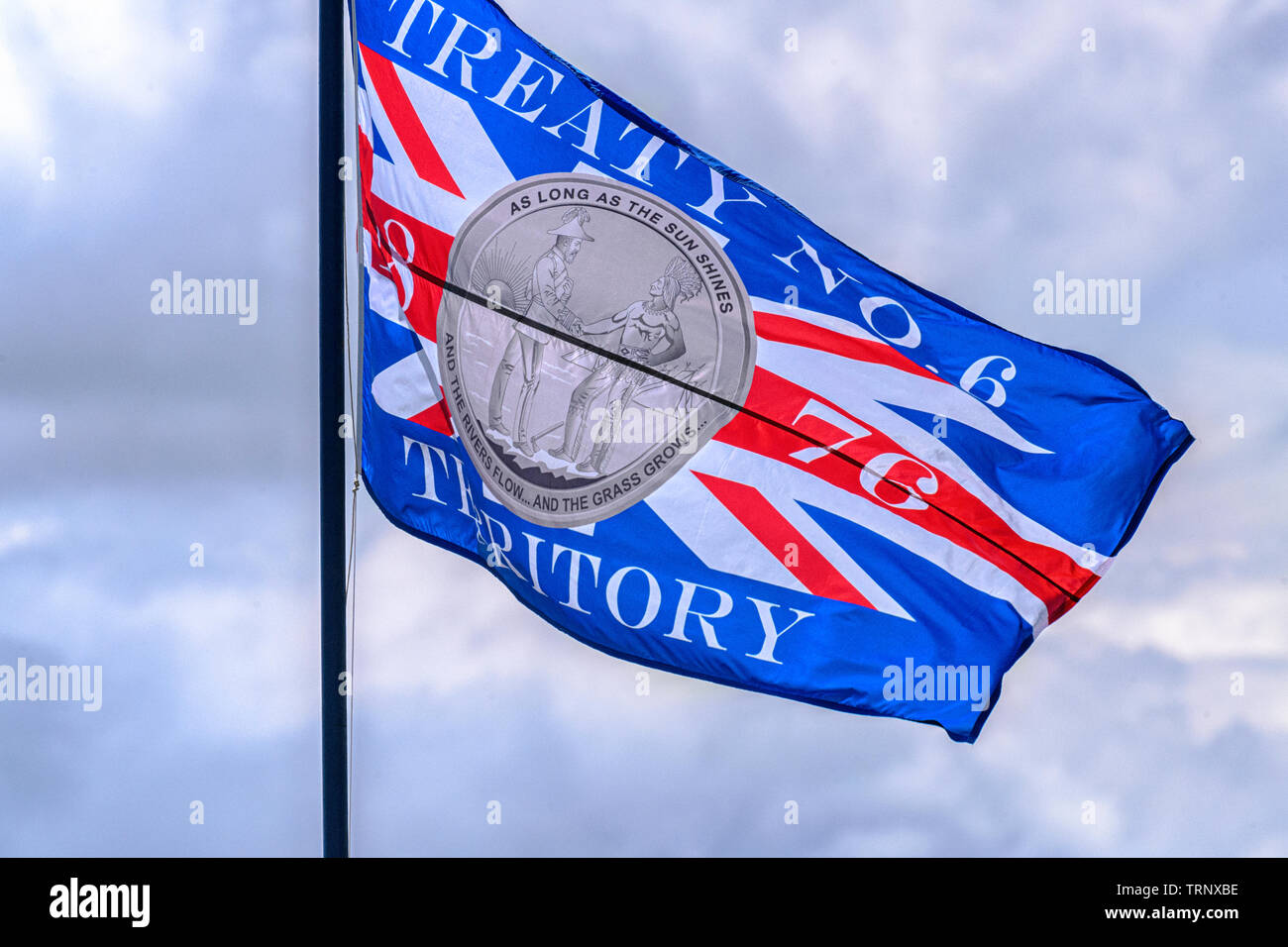 treaty-6-flag-flying-in-the-first-nations-cree-community-of-maskwacis-alberta-canada-TRNXBE.jpg