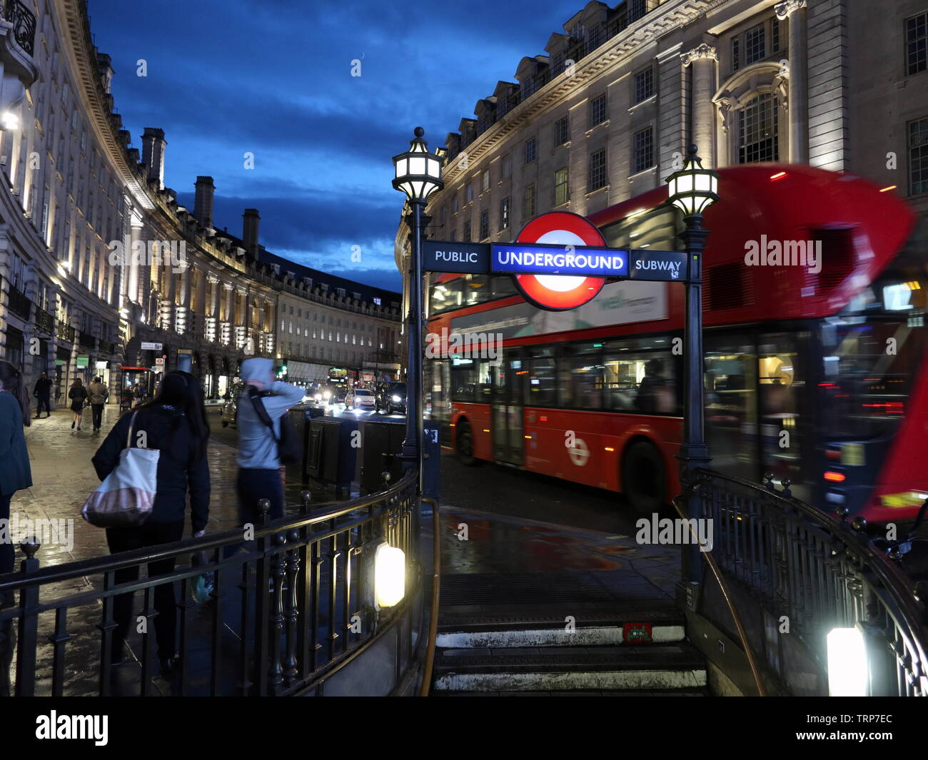 london-bus-passes-piccadilly-circus-station-entrance-on-regent-street-london-england-uk-TRP7EC.jpg