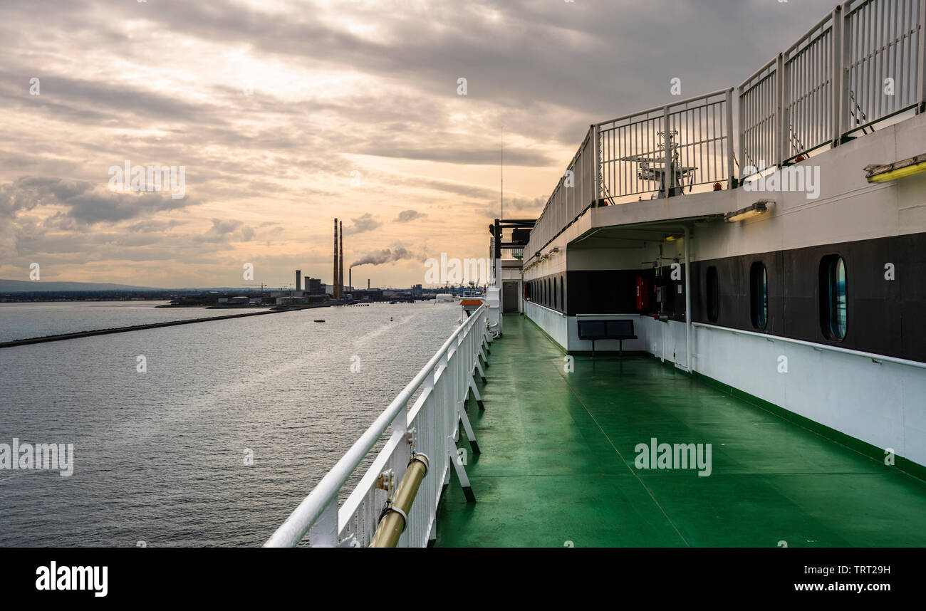 looking-towards-the-mouth-of-the-river-lifffey-at-the-entrance-to-dublin-port-dublin-ireland-from-irish-ferries-ship-ulysses-as-it-enters-the-port-TRT29H.jpg