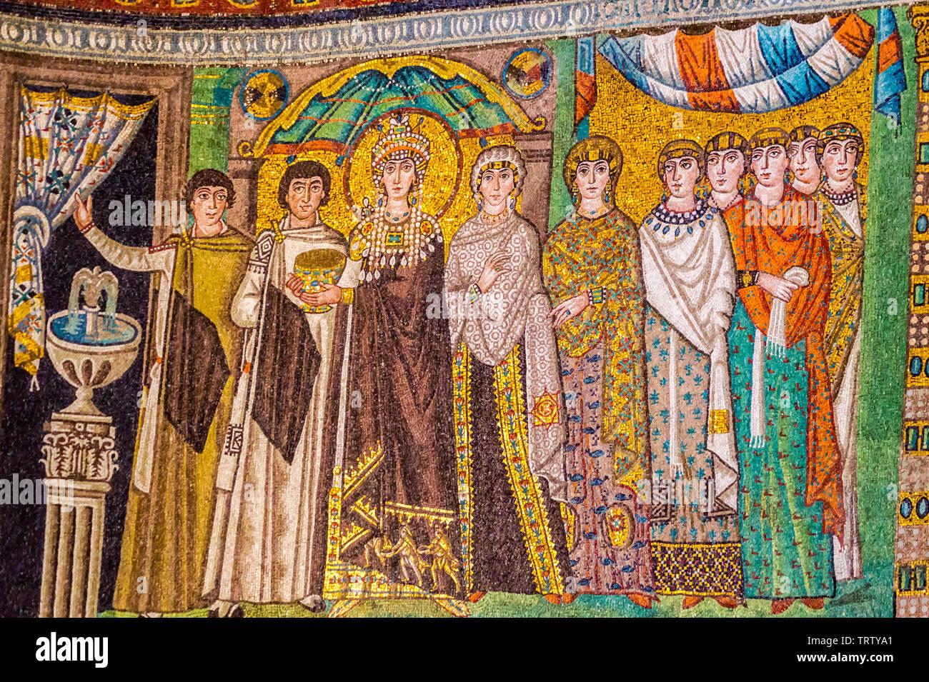 mosaic-of-empress-theodora-and-attendants-basilica-of-san-vitale-ad547-mosaic-ravenna-emilia-romagna-italy-TRTYA1.jpg