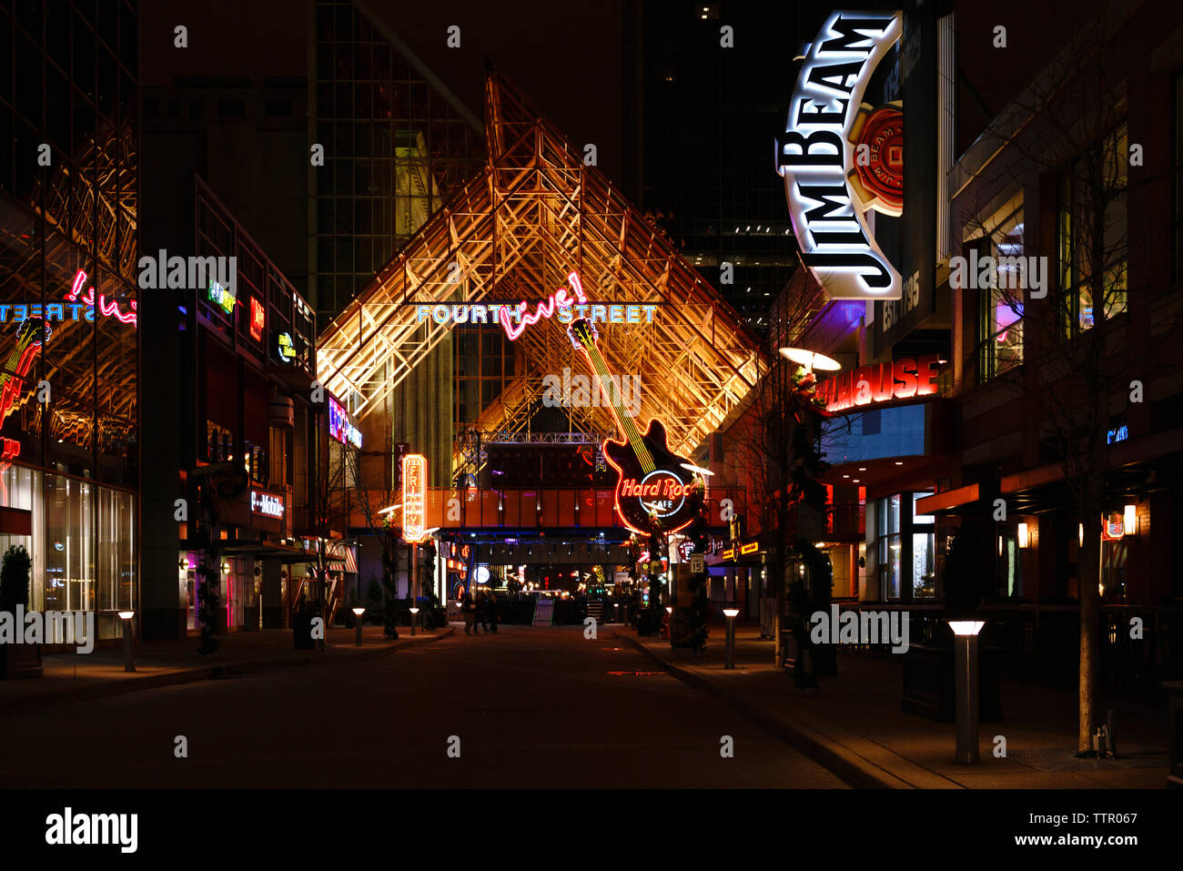 fourth-street-live!-a-louisville-kentucky-dining-and-entertainment-destination-on-the-famous-bourbon-trail-TTR067.jpg