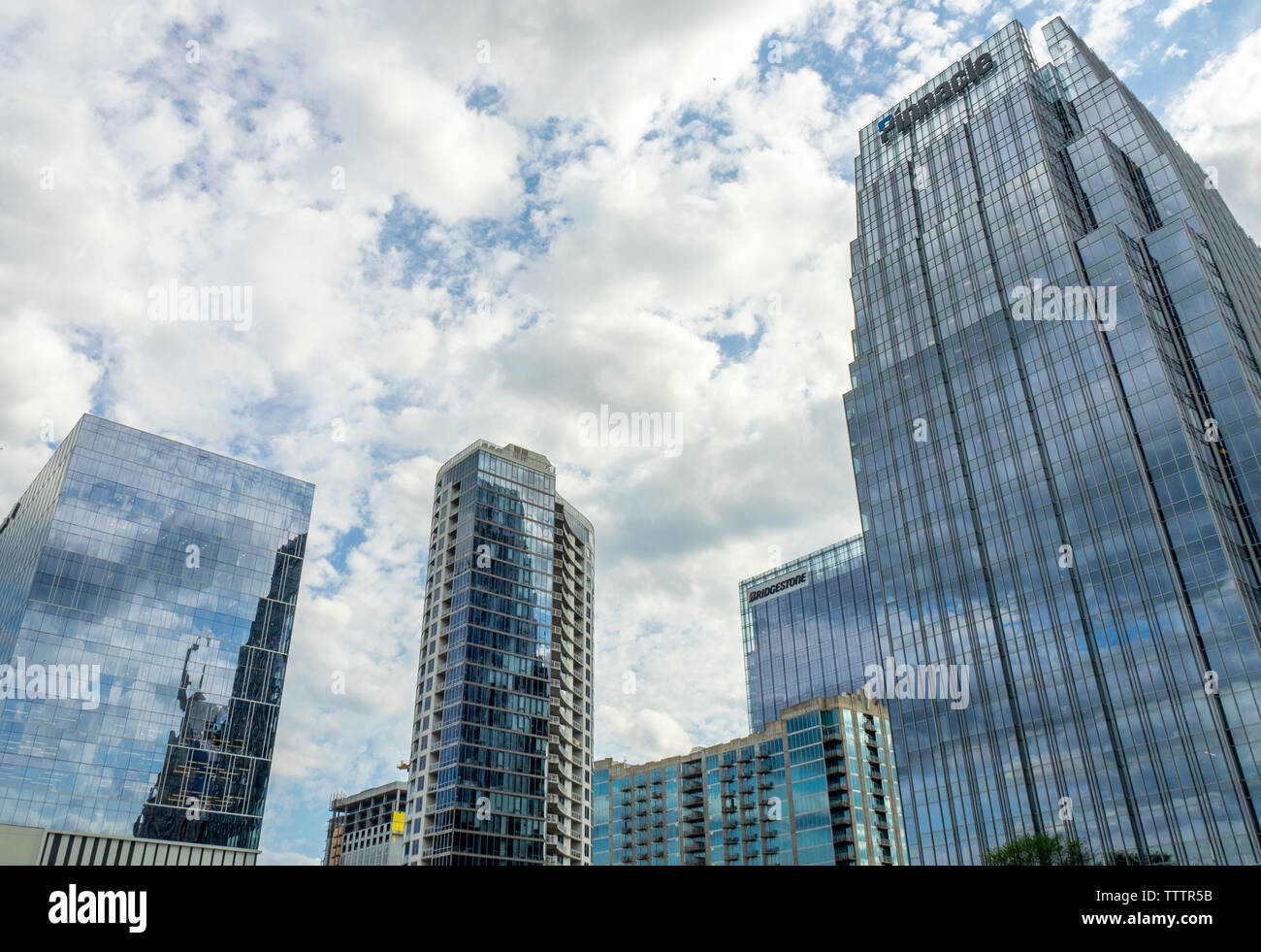the-pinnacle-at-symphony-place-office-tower-and-other-skyscrapers-in-the-skyline-of-nashville-tennessee-usa-TTTR5B.jpg