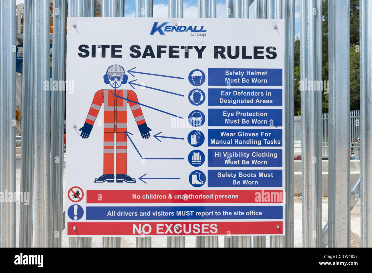 notice-at-an-industrial-site-concrete-batching-plant-explaining-site-safety-rules-about-personal-protective-equipment-uk-TW485E.jpg